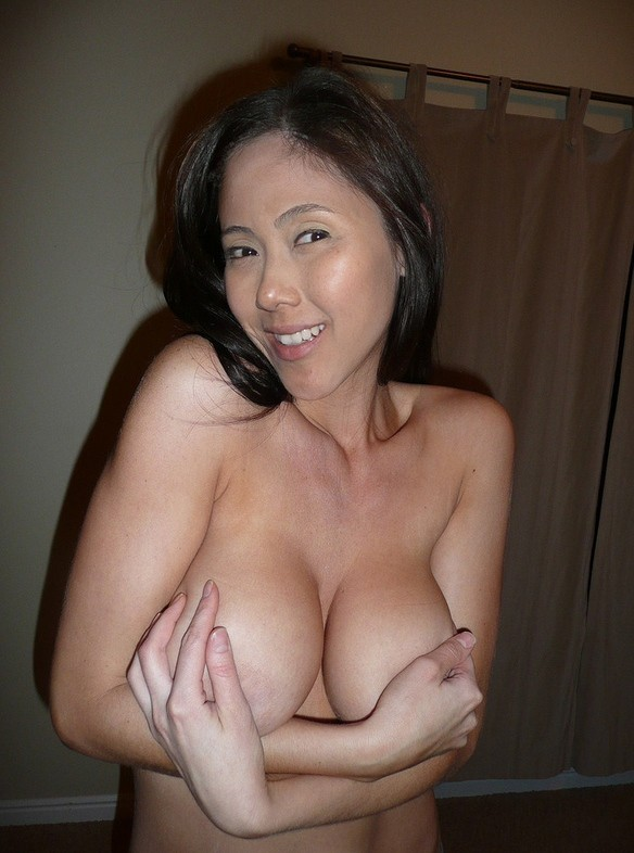 Check out our favorite mature boobs pic of mature women