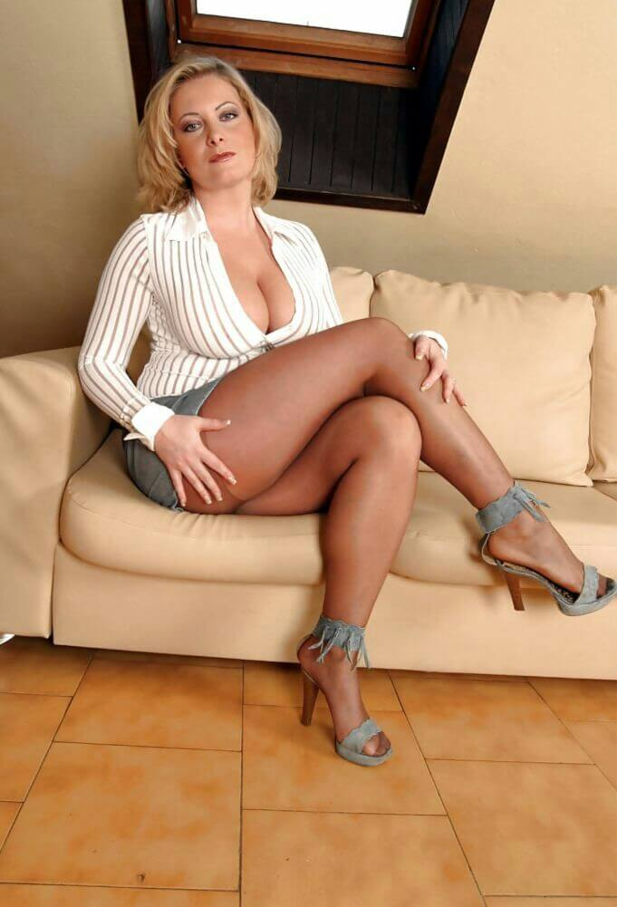 Busty Mature Stockings 44